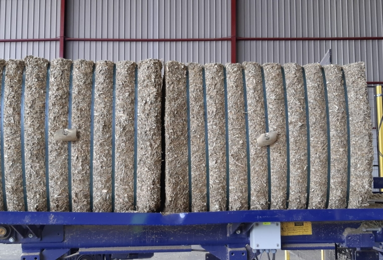 Drying of lucerne and corn silage into pellets or bales