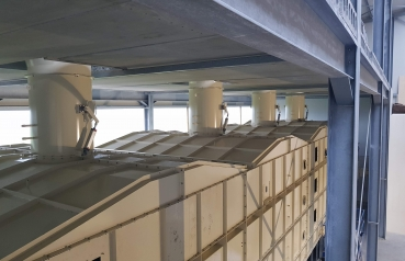 Drying of food production waste on a belt dryer